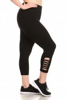 BLACK SEAMLESS CAPRIS W/ BOTTON SIDE PANEL CUT OUTS#X8CP22